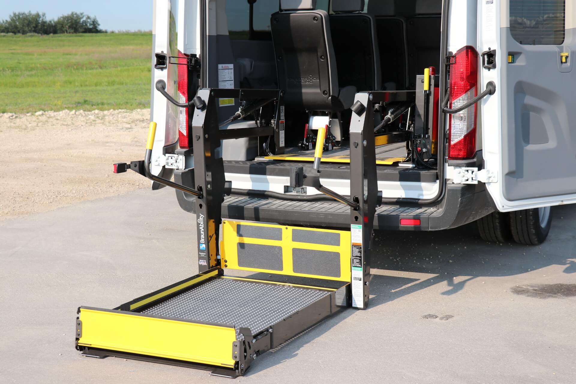 Ford Transit Passenger Van >> 4x4 Rear Lift Ford Transit For Wheelchair & Passenger Use| MoveMobility